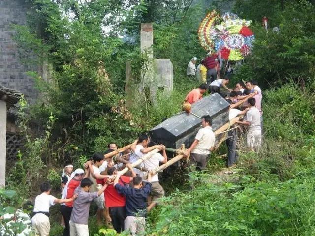 土家族的传统丧葬礼仪跳丧